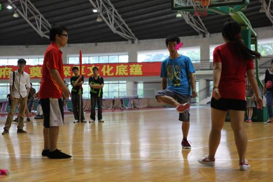 物流学院举办北师珠第二届 阳光体育嘉年华 毽球比赛