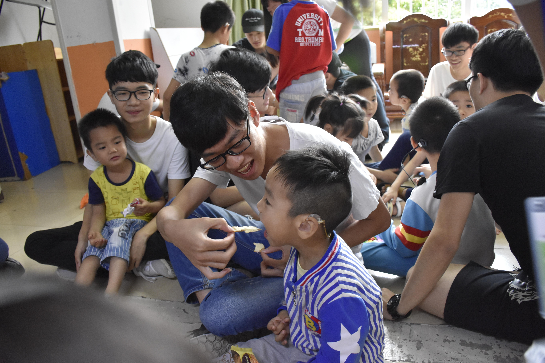 关爱聋哑儿童,让世界充满爱